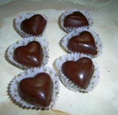imagen_bombones_de_chocolate_relleno_cerezas.jpg