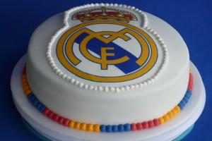 Giannina. muestar torta Logo R.Madrid.